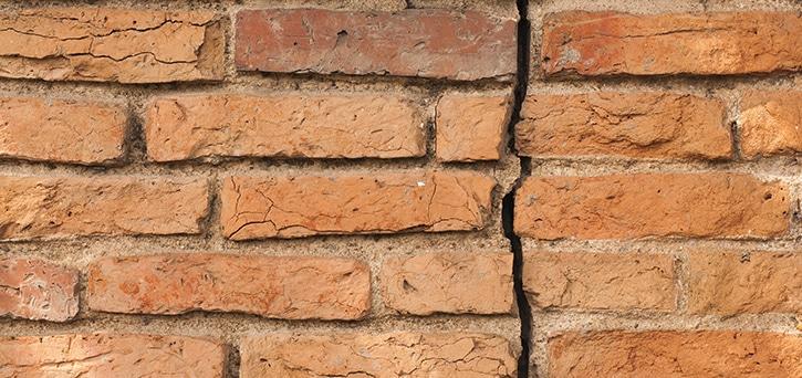 scheuren in muren
