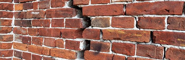 scheuren in de muren herstellen